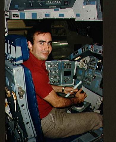 Rodolfo Neri Vela - premier astronaute Mexicain S85-3710