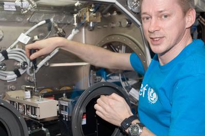 La science à bord de l'ISS - Page 2 Sodi_i10
