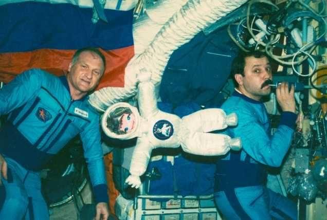 les mascottes de l'espace Vakosh10