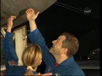 [STS-130] Endeavour : retour sur terre 3h20 GMT le 22/02/201 - Page 8 Vlcsn294