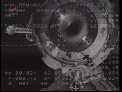 ISS : Amarrage de Soyouz TMA-18 le 4 avril 2010 Vlcsn424