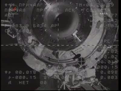 ISS : Amarrage de Soyouz TMA-18 le 4 avril 2010 Vlcsn428