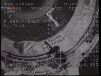 ISS : Amarrage de Soyouz TMA-18 le 4 avril 2010 Vlcsn437