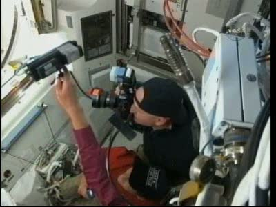 [STS-131 / ISS19A] Discovery : EVA 2 Anderson & Mastracchio Vlcsn520
