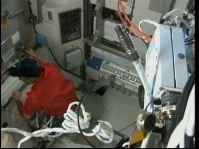 [STS-131 / ISS19A] Discovery : EVA 2 Anderson & Mastracchio Vlcsn523