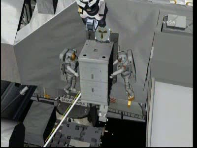 [STS-131 / ISS19A] Discovery : EVA 2 Anderson & Mastracchio Vlcsn530