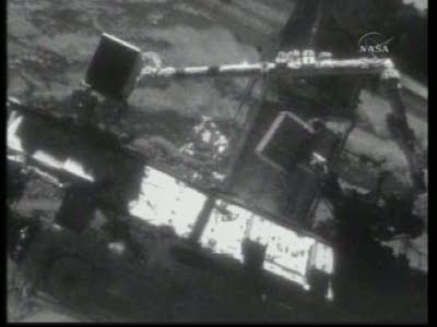 [STS-131 / ISS19A] Discovery : EVA 2 Anderson & Mastracchio Vlcsn537