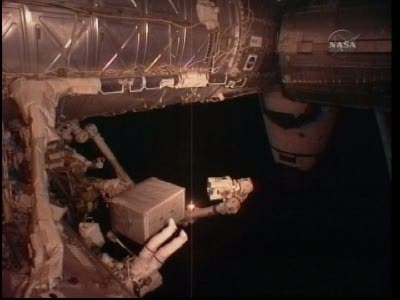[STS-131 / ISS19A] Discovery : EVA 2 Anderson & Mastracchio - Page 2 Vlcsn542