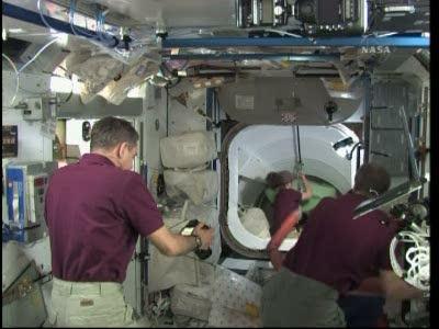 [STS-131 / ISS19A] Discovery : déroulement de la mission - Page 19 Vlcsn582
