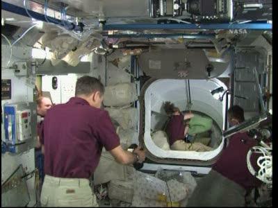[STS-131 / ISS19A] Discovery : déroulement de la mission - Page 19 Vlcsn583