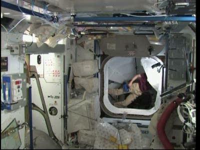 [STS-131 / ISS19A] Discovery : déroulement de la mission - Page 19 Vlcsn584