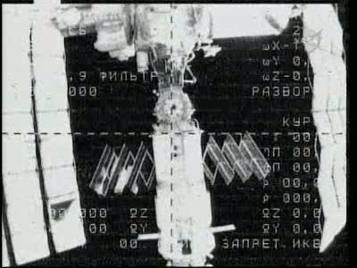 [Expédition 23] Transfert de Soyouz TMA-17 de Zaria à Zvezda Vlcsn656