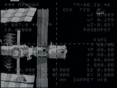 [Expédition 23] Transfert de Soyouz TMA-17 de Zaria à Zvezda Vlcsn658