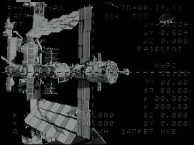 [Expédition 23] Transfert de Soyouz TMA-17 de Zaria à Zvezda Vlcsn659