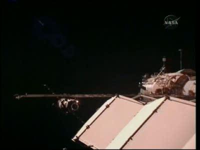 [Expédition 23] Transfert de Soyouz TMA-17 de Zaria à Zvezda Vlcsn664