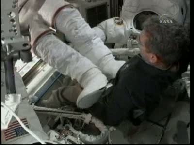 [STS-132] Atlantis : EVA 1, Reisman et Bowen. Vlcsn714