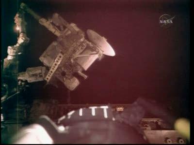 [STS-132] Atlantis : EVA 1, Reisman et Bowen. Vlcsn722