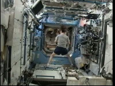[STS-132] Atlantis : EVA 1, Reisman et Bowen. Vlcsn725