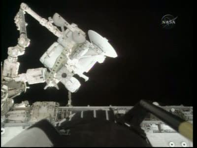 [STS-132] Atlantis : EVA 1, Reisman et Bowen. Vlcsn726