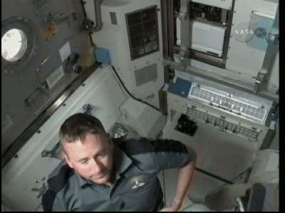 [STS-132] Atlantis : EVA 1, Reisman et Bowen. Vlcsn733