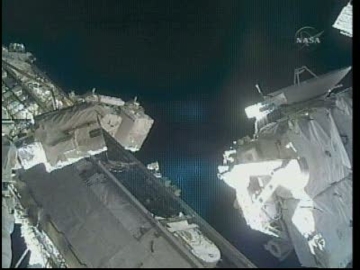 [STS-132] Atlantis : EVA 1, Reisman et Bowen. Vlcsn736