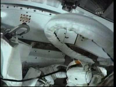 [STS-132] Atlantis : EVA 1, Reisman et Bowen. Vlcsn737