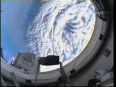 [STS-132] Atlantis : EVA 1, Reisman et Bowen. Vlcsn739