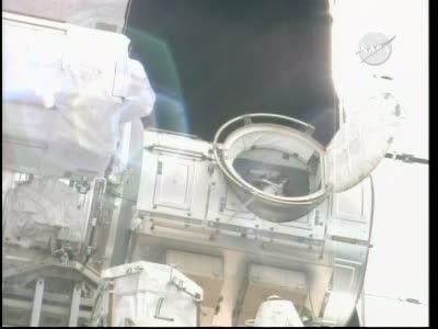 [STS-132] Atlantis : EVA 1, Reisman et Bowen. Vlcsn741