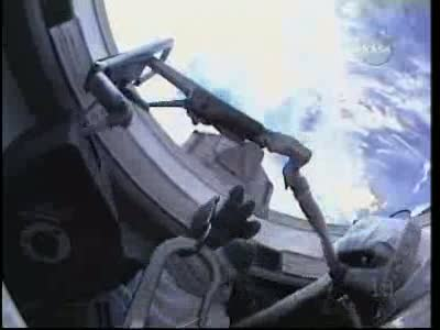 [STS-132] Atlantis : EVA 1, Reisman et Bowen. Vlcsn742