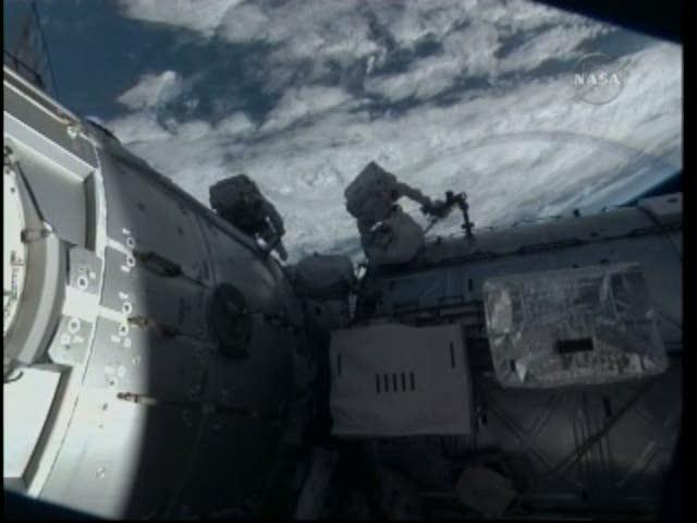 [STS-130] Endeavour : fil dédié au suivi de l'EVA#2 Behnken and Patrick Vlcsna31