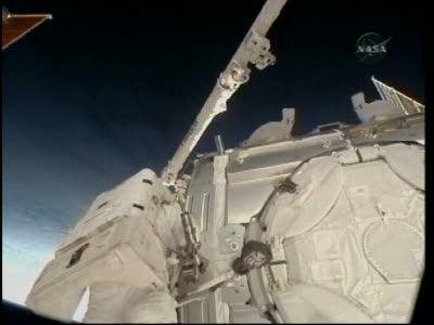 [STS-130] Endeavour : fil dédié au suivi de l'EVA#2 Behnken and Patrick - Page 2 Vlcsna75