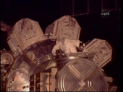 [STS-130] Endeavour : fil dédié au suivi de l'EVA#2 Behnken and Patrick - Page 2 Vlcsna92