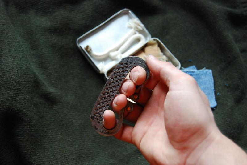 [Feu] Allumer un feu avec un couteau et un silex Dsc_0022