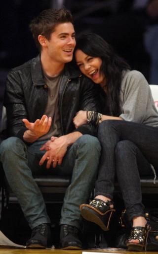 Zac Efron and Vanessa Hudgens: Lakers Lovers 535