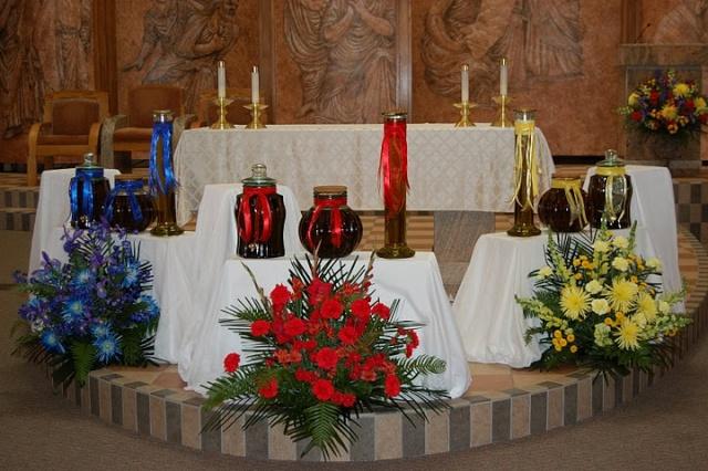 TEJ YAM TSEEM CEEB NYOB HAUV TSEV TEEV NTUJ ROMAN CATHOLIC  Dsc_0110