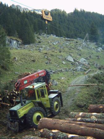 unimog mb-trac wf-trac pour utilisation forestière dans le monde - Page 5 Atsb0011