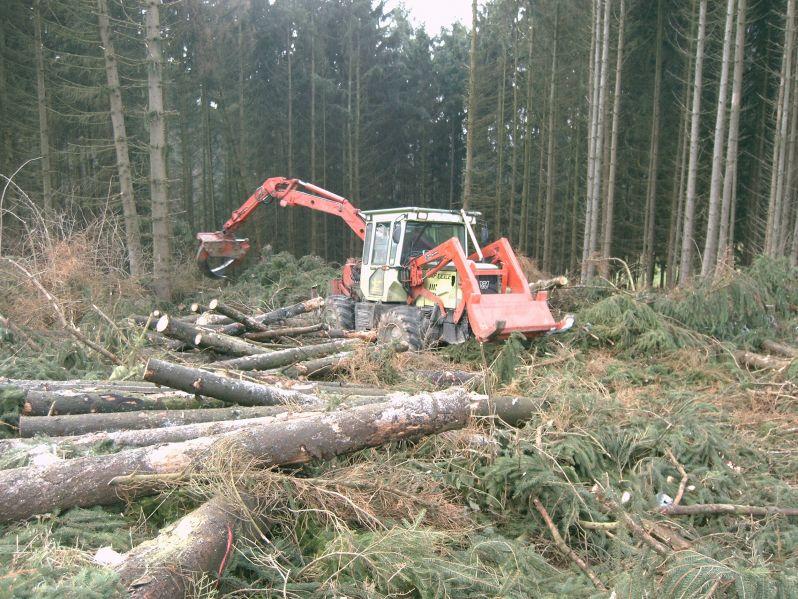 unimog mb-trac wf-trac pour utilisation forestière dans le monde - Page 2 Wf-tra11