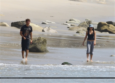 [04.15] At the beach in Malibu with Zac 271