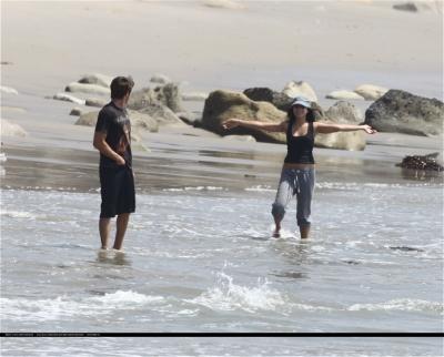 [04.15] At the beach in Malibu with Zac 369