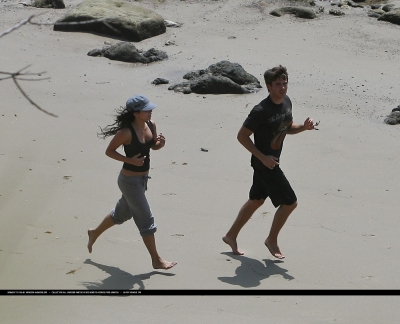 [04.15] At the beach in Malibu with Zac 564