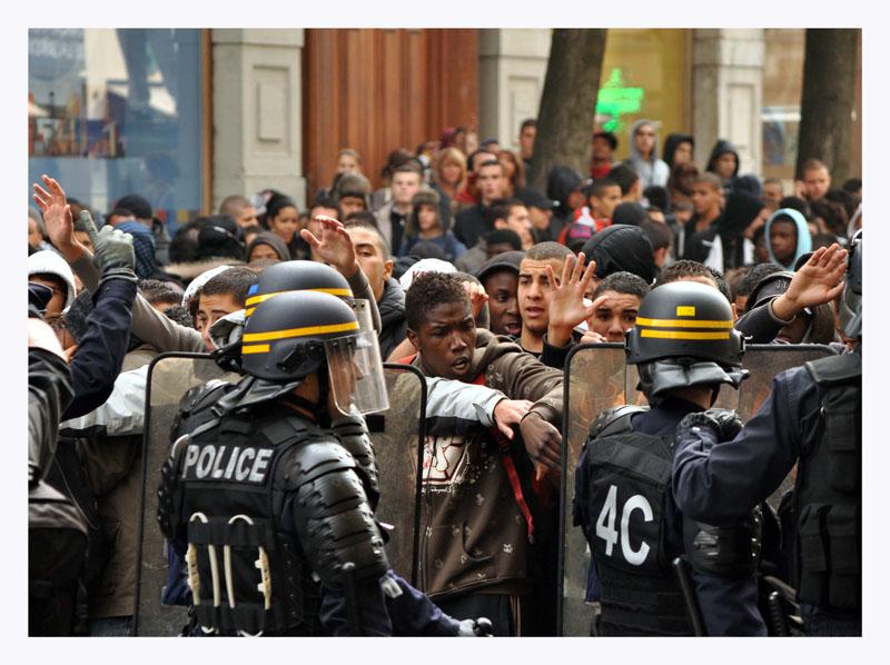 Manifestation étudiante imprévue Dsc_0311