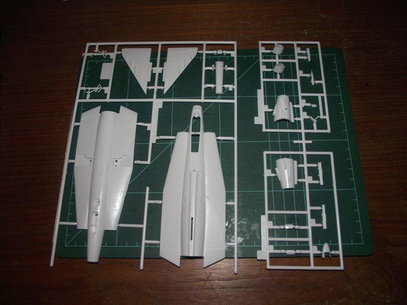 """REVELL 04352 1:72 Saab J-35J """"DRAKEN"""" 2010_893"""