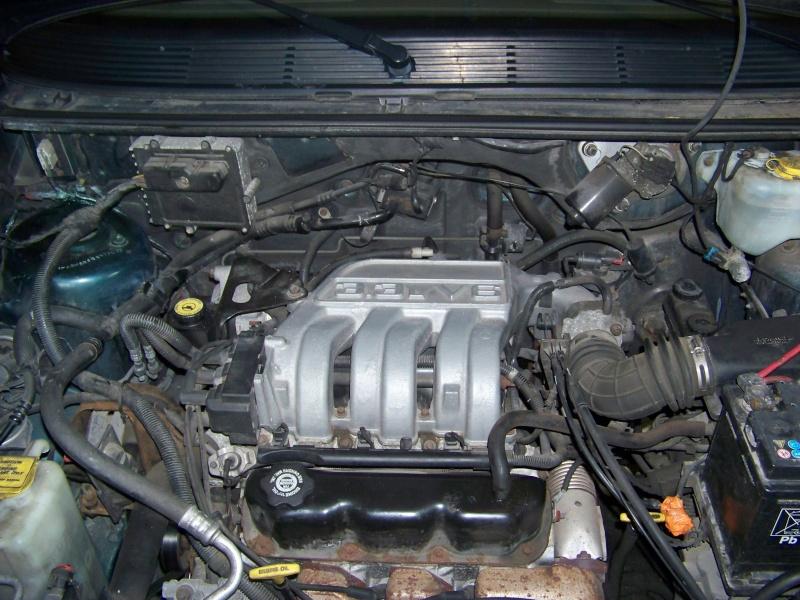 Plymouth 3.3 v6 100_8623