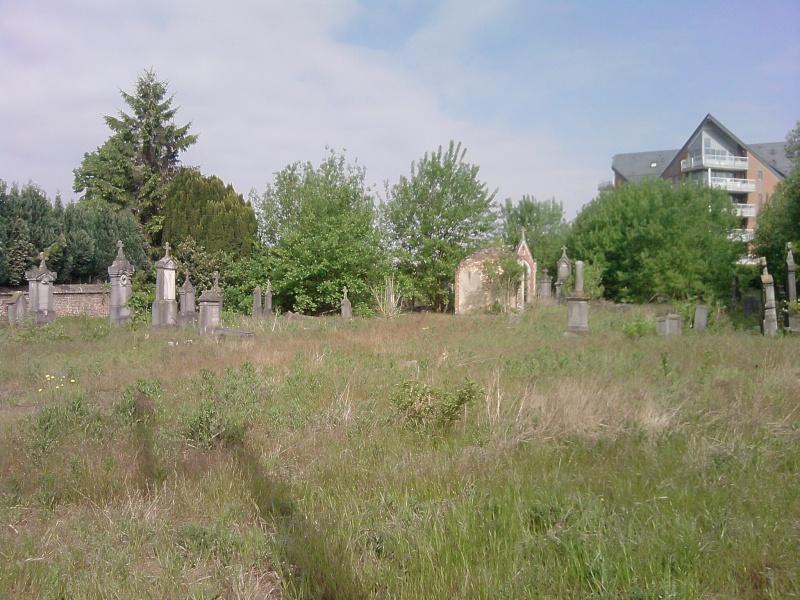Un cimetière à hannut P2105110