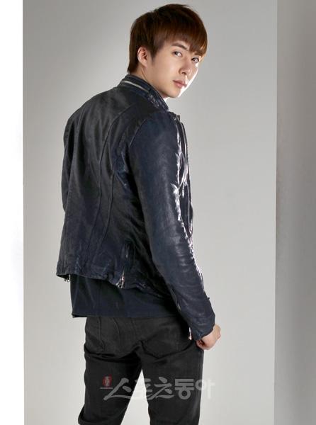 [photos] Hyung Jun at Donga News (06.04.2011) Donga_10