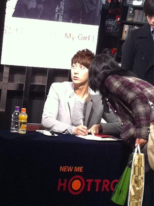 "[photos] Hyung Jun's ""My Girl"" Fansign Event @ Hottracks 12.03.2011 Fm111"