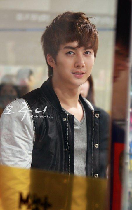[photos] Hyung Jun on Fansign Event (20.03.2011) Fs12
