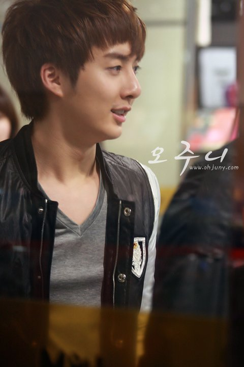 [photos] Hyung Jun on Fansign Event (20.03.2011) Fs910