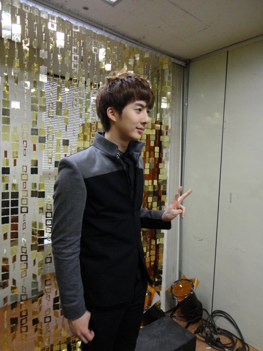 [photos] More photos Hyung Jun at KBS Music Bank backstage 11.03.2011 Mb10