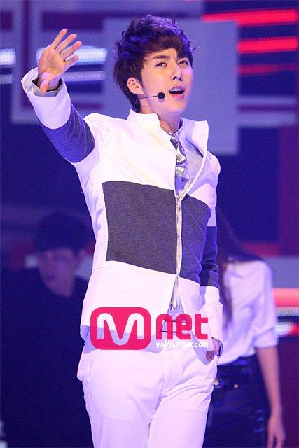 [photos] Hyung Jun on Mnet (10.03.2011) Mnet511